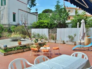Garden apartment with terrace in the heart of Juan les pins - Juan-les-Pins vacation rentals