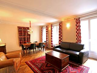 Monge - 3 Bedrooms + 2 Bathrooms in the Latin Quarter - Sleeps 8 - Paris vacation rentals
