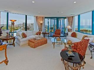 Waikiki Landmark #3504- prestigious penthouse with ocean view, near beach - Honolulu vacation rentals