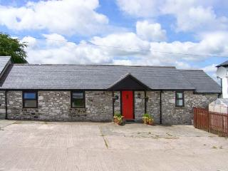 DAIRY COTTAGE, all ground floor, WiFi, enclosed private patio, close to Snowdonia National Park, Ref 914424 - Snowdonia National Park Area vacation rentals