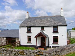THE OLD FARMHOUSE, WiFi, exposed beams, enclosed patio with furniture, great walking base, Ref 914425 - Llanrwst vacation rentals
