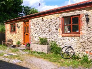 THE BARN detached, single-storey, woodburning stove on a working farm in Crewkerne Ref 915096 - Chedington vacation rentals
