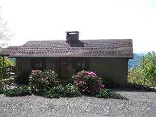 Blissful Vista has breathtaking gorge views, secluded mountain cottage - Blowing Rock vacation rentals