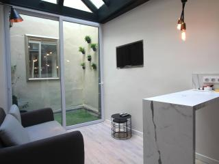 Superb 1BD with mezzanine, A/C, Little terrace - Paris vacation rentals