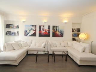 Spacious 3BD 2BTH - Madeleine/ Galeries Lafayette - Paris vacation rentals
