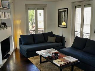 Bright, modern high quality Montmartre P18 - Paris vacation rentals