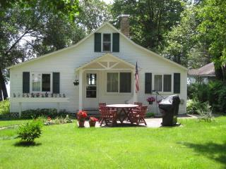 Charming  Cottage on Lake Melissa - Detroit Lakes vacation rentals