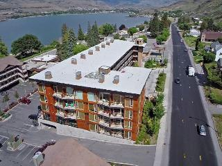 Lake Chelan 2 Bedroom Newly Upgraded Condo close to downtown Chelan - Manson vacation rentals