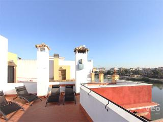Betis Terrace. 3-bedrooms, terrace, views, parking - Seville vacation rentals