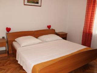 Zeno 1 (2+2) in the Novalja city center for 4 pax - Novalja vacation rentals