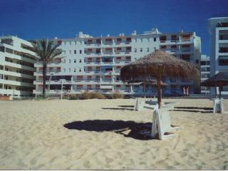 T1 equipped, on the beach first line, in Algarve - Quarteira vacation rentals
