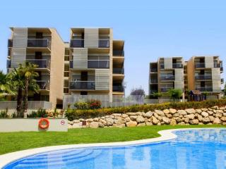 Paradise Village - 4/6 superior - Costa Dorada vacation rentals