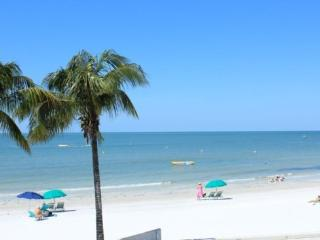 Fablous remodeled 1 bedroom Beachfront Villa with sunset views -  Kings Landing Ocean Dr 1 - Fort Myers Beach vacation rentals