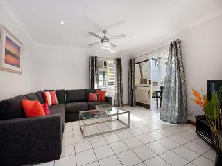 Town centre location - 2 bedroom apartment - Port Douglas vacation rentals