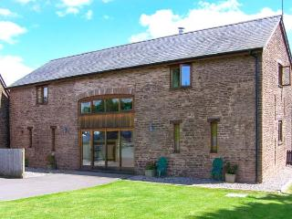 CWRT ST THOMAS, modern barn conversion, WiFi, woodburner, beautiful countryside location near Monmouth, Ref. 913851 - South East Wales vacation rentals