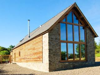 TY CAMLAD, feature beams and floor to ceiling windows, woodburning stove, king-size bed, near Churchstoke, Ref 17187 - Mid Wales vacation rentals