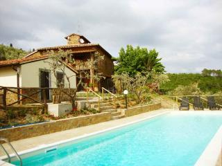 Tuscan villa sleeps 8 + 3 w/pool & stunning views - Castelnuovo Berardenga vacation rentals