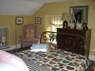 Stone House Third Floor Bedroom (Queen Bed) - SOLD. NOT FOR RENT ANY MORE. - Doylestown - rentals