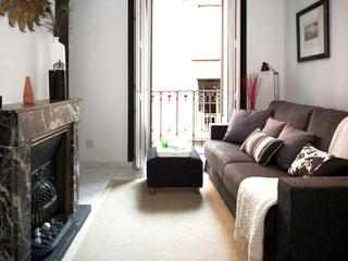 Low Cost Studio Chueca-Madrid Center Hernan Cortes - World vacation rentals