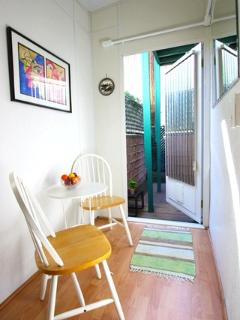Cozy Studio.. Everything you need on a Budget - Los Angeles vacation rentals