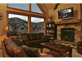 Lakota 502: Relax in sheer luxury in this Lakota townhome that sits opposite the snowy slopes of WP Resort. - Image 1 - Winter Park - rentals