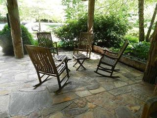 Cabin in the Woods, Very clean, 30 minutes to Asheville. Private....Pet Friendly... - Burnsville vacation rentals