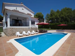 Fabulous Cunit villa for 8 guests, only 2km  from the beaches of Costa Dorada - Costa Dorada vacation rentals