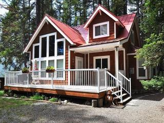 New! Pineloch Cottage! - Ronald vacation rentals