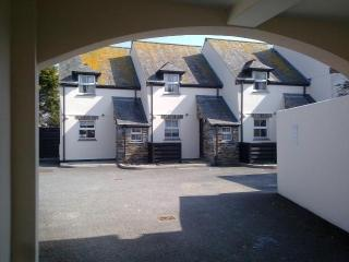 2-bed cottages with parking in Padstow town centre - Padstow vacation rentals