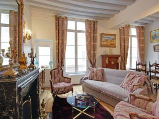 Gorgeous One Bedroom Saint Germain des Prés Odéon - Paris vacation rentals