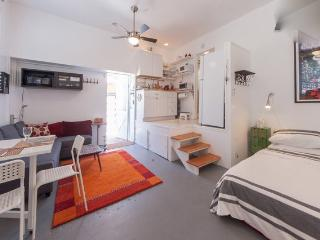 Venice Beach studio guest house perfect for two. - Marina del Rey vacation rentals