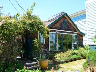 New! Pacific Rim Home & Gardens of Arcata. Lovely 2 bedroom Internation Style - Trinidad vacation rentals