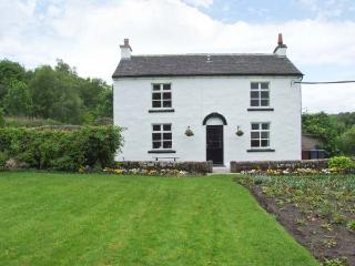 QUARRY HOUSE, woodburning stove, WiFi, feature beams, enclosed garden, Ref 913426 - Staffordshire vacation rentals
