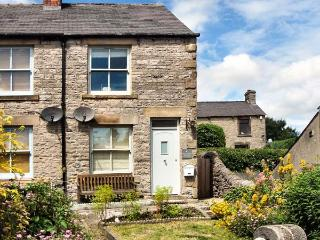 4 CHERRY TREE COTTAGES, woodburning stove, lawned garden, furniture, WiFi, Ref 30477 - Hazlebadge vacation rentals