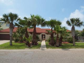 3 bedroom 3 bath spacious home with beach access! - Port Aransas vacation rentals