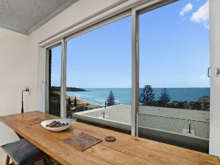 Perfect 2BR getaway with a view - Freshwater vacation rentals