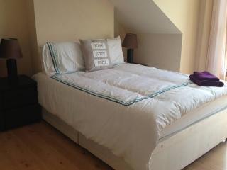 Relaxing Comfortable 3 Double Beds - London vacation rentals