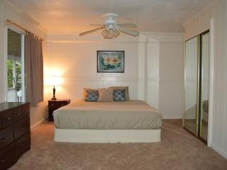 Breezy 3 Bdrm on famous North Shore - North Shore vacation rentals