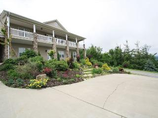 Paradise at Sorrento elegant mountain home, fantastic multiple mountain view - Blowing Rock vacation rentals