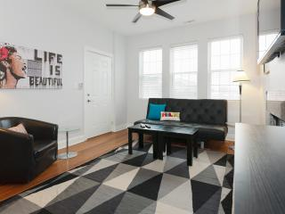 Modern 3Bed/2Bath In Wicker Park With Parking - Chicago vacation rentals