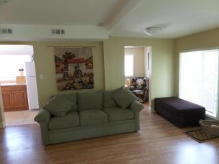 Cambridge Suites - minutes from Crystal Beach! - Crystal Beach vacation rentals