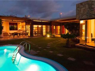 Holiday house for 6 persons, with swimming pool , in Puerto Rico - La Playa de Tauro vacation rentals