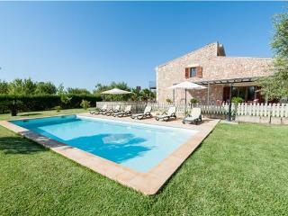 Guest room for 6 persons, with swimming pool , in Buger - Buger vacation rentals