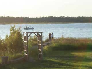 Waterfront cottage on Pike Bay, Bruce Peninsula - Red Bay vacation rentals