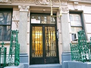 MODERN 2 BDRM 12 MINS TO TIMES SQ!! - New York City vacation rentals
