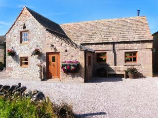 THE COW BARN, woodburning stove, feature beams and stone floors, WiFi, ground floor accommodation, patio with furniture, Ref 241 - Derbyshire vacation rentals