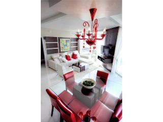 WATERFRONT LUXURY 3 BEDROOM IN SUNNY ISLES-5 STAR 18TH FLOOR - Miami vacation rentals