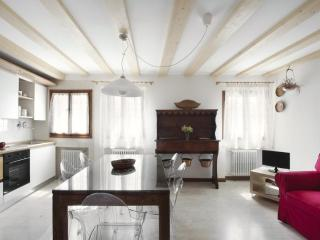 A cozy&bright apt with beautiful view on S.Stefano - Venice vacation rentals
