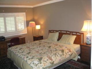 Be my guest in my guest room and private bath - South Pasadena vacation rentals
