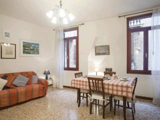 Comfortable apt view on a canal near Frari church - Venice vacation rentals